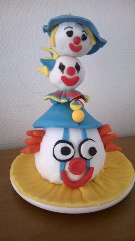 Mini taartje versierd voor carnaval