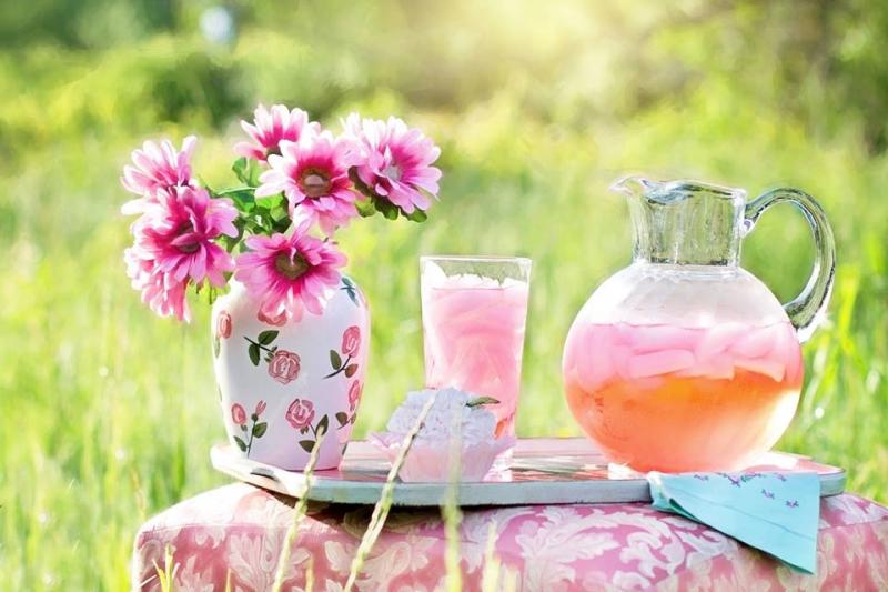 Bewolkte limonade voor een zonnige dag