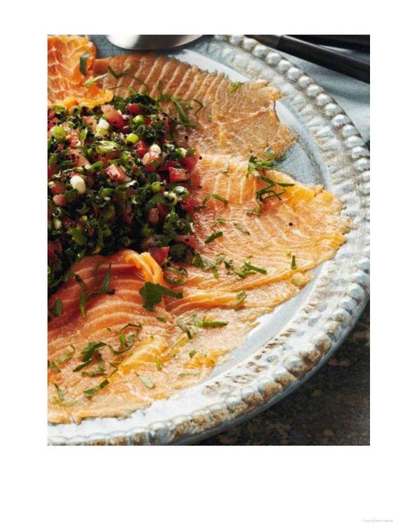Gerookte zalm met tomatensalade en lompviseitjes