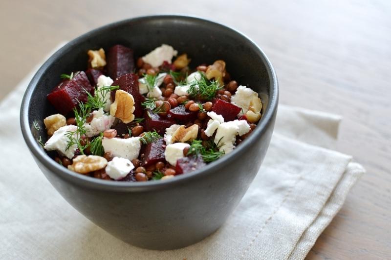 Linzen bieten salade met geitenkaas