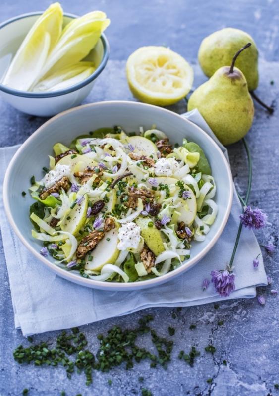 With Love salade met peer en gekarameliseerde walnoot