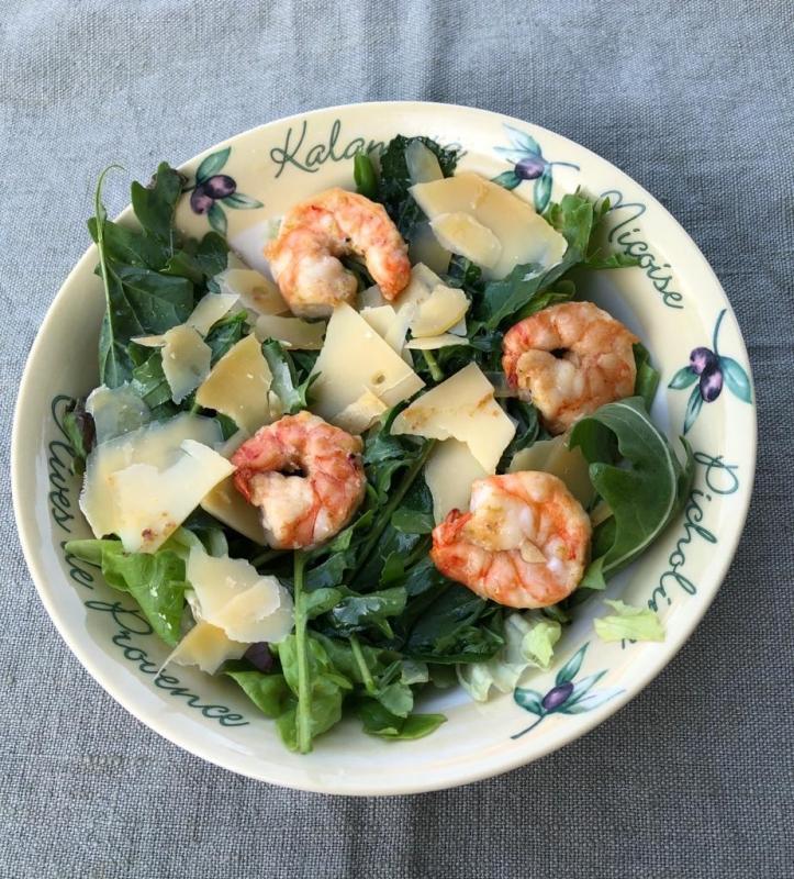 Salade van rucola met gamba's